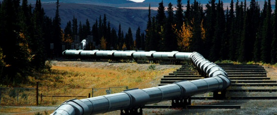 Trans-Alaska pipeline stretches 1,300 km.  Locations of leaks are highly visible.  Huffington Post photo 06Feb2014.