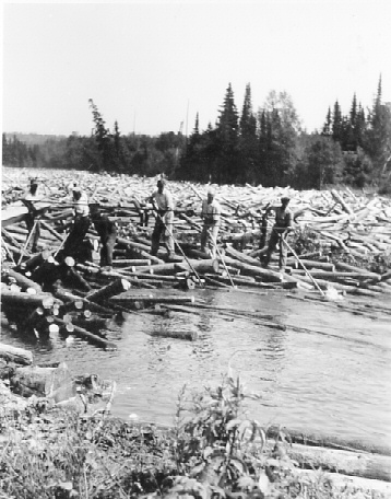 Log jam, river drive, 1946. Photo courtesy of Longlac Historical Society.