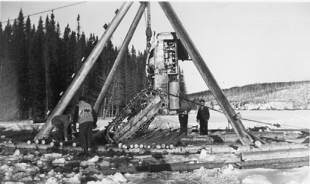 Recovering a D-4 tractor, Pulpwood Supply Co. Photo courtesy Longlac Historical Society.